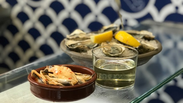 French market tour including oysters and wine from San Sebastian